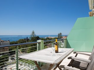 Sea View Penthouse 5 Mins Walk to the Beach, Estoril