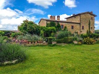 Villa The Magic Garden with pool, Siena