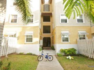 Jamaica Vacation Rentals - Luxury New Kingston, family condo