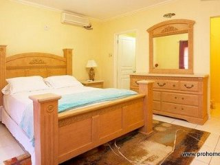 Jamaica Vacation Rentals - New Kingston, one bedroom and smart