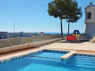 CM235 - Family holidays in a modern property!