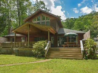 Warm & Inviting Log Home w/Private Dock