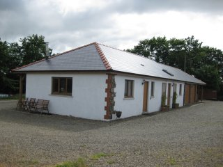 Character 1 bedroom accommodation in farm setting, Camrose