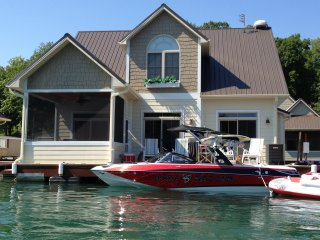 Norris Lake front floating house, Andersonville