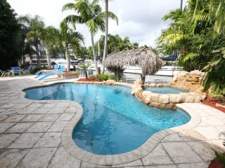 Waterfront Pool Spa Home Minutes to Beaches,Dock, Fort Lauderdale