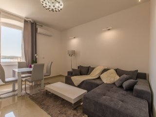 Captain Emo city apartment with sea view 4, Pula