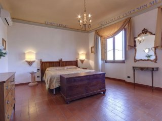 Toscanella apartment in Oltrarno with WiFi, airconditioning & lift., Florence