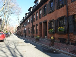 Newly Updated & Furnished 2 Bdrm Duplex, Boston