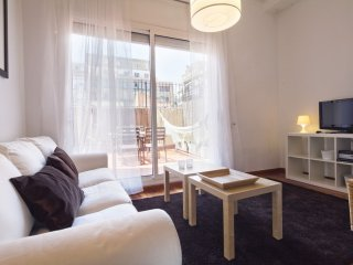 Spacious Terraza Bailèn apartment in Eixample Dreta with WiFi, airconditioning (warm / koud), privé…, Barcelona