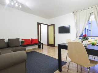 Plaza Cataluña Family apartment in Eixample Dreta with WiFi, air conditioning &