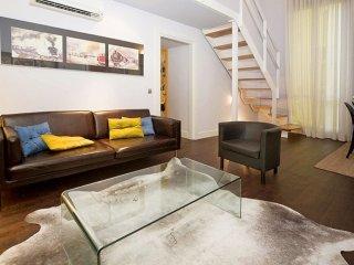 Spacious La Latina IX Retro apartment in Rastro with WiFi, integrated air condit