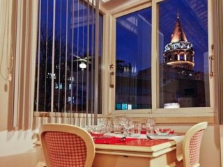 Galata Tower apartment in Beyoğlu with WiFi, balkon & jacuzzi., Istanbul