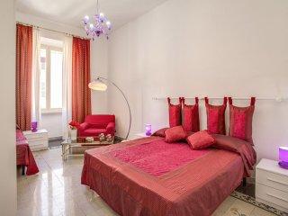 Spacious San Pietro Classic apartment in Prati with WiFi & lift., Rome