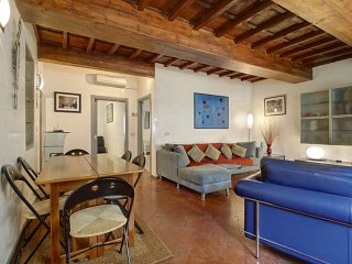 Via de Magalotti apartment in Santa Maria Novella with air conditioning.