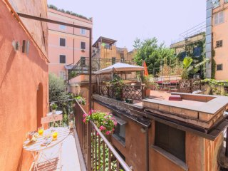 Adriana Colosseum apartment in Centro Storico with WiFi, airconditioning & balkon., Rome