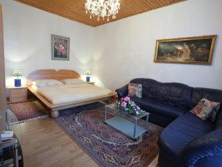 Mozart Studio I apartment in 05. Margareten with WiFi & lift., Vienna