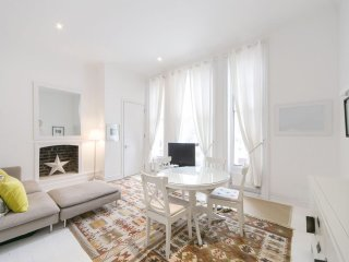 Notting Hill/Westbourne Park apartment in Kensington & Chelsea with WiFi., London