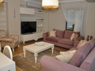 Spacious Fatih Lux Residence IV apartment in Aksaray with WiFi, airconditioning & lift., Estambul