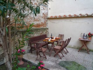 Charming Garden apartment in Oltrarno with WiFi, airconditioning & privétuin.