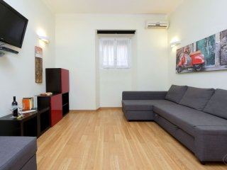 Modern TPZ apartment in Appio Latino with WiFi & airconditioning.