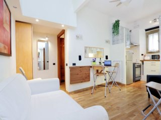 Modern LG1 apartment in Appio Latino with WiFi & air conditioning.