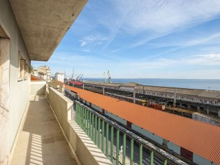 Apolonia Trinta apartment in Graca with WiFi, private parking, balcony & lift.