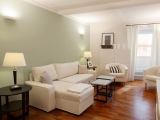 Trevi Chic apartment in Centro Storico with WiFi, air conditioning & lift.