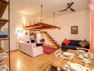 Ponte Testaccio apartment in Trastevere with WiFi & shared terrace.