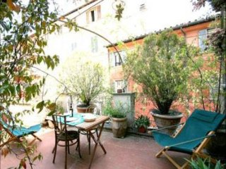 Spacious Antiquariato Loft apartment in Trastevere with WiFi, airconditioning