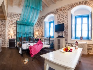Portadelmare deluxe suites A4 / 2, Hydra Town
