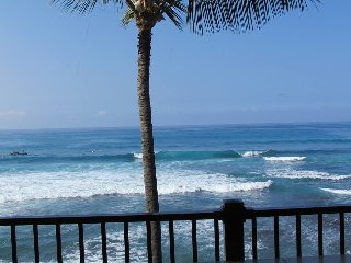 Old Hawaii Ambiance! Oceanfront Hidden Gem-So Close To The Surf- Banyan Tree 301