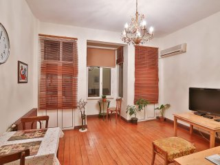 Monroe apartment in Beyoğlu with WiFi & airconditioning.