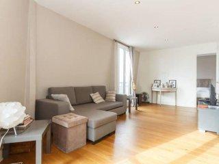 Saint Michel apartment in 05ème - Quartier Latin with WiFi & lift.