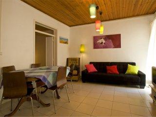 São Luís II apartment in Bairro Alto with WiFi.