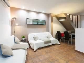 Lonja V apartment in El Carmen with WiFi & balcony.