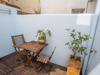 Blue House apartment in Campo Pequeno with WiFi & private terrace.