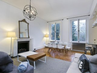 Spacious Trebovoir Road apartment in Kensington & Chelsea with WiFi.