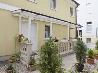 Bandel Minerva I apartment in Mitte - Tiergarten with WiFi, shared terrace, priv