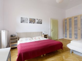 Dusni Praha apartment in Stare Mesto with WiFi, balcony & lift.