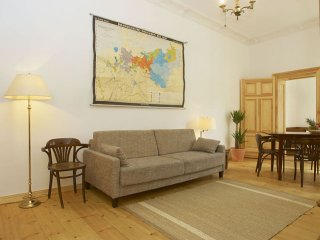 Kastanien Mauer apartment in Prenzlauer Berg with WiFi, balcony & lift.