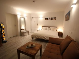 Bandel Minerva II apartment in Mitte - Tiergarten with WiFi & lift., Berlin