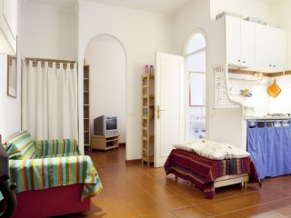 Colosseo Basic apartment in Centro Storico with WiFi & lift.