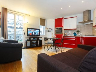 Grenelle Eiffel II apartment in 15ème - Seine with WiFi & lift., Paris