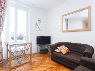 Grenelle Eiffel I apartment in 15ème - Seine with WiFi & lift., Parijs