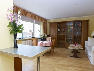 Spacious Uhland apartment in Wilmersdorf with WiFi, balcony & lift.
