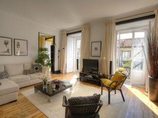 Spacious Dom Duarte Dois apartment in Baixa/Chiado with WiFi, air conditioning &