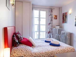 Lapin Agile I apartment in 18eme - Montmartre with WiFi & lift.