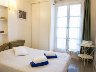 Lapin Agile II apartment in 18ème - Montmartre with WiFi & lift.