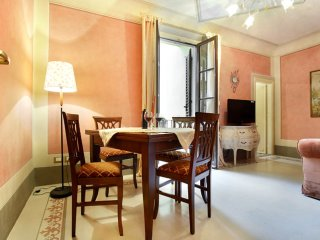 Guelfa Toscana apartment in Fortezza da Basso with WiFi & air conditioning.