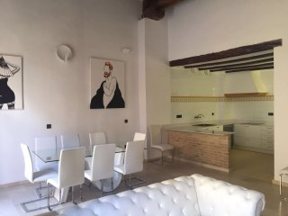 Spacious Baronia apartment in El Carmen with airconditioning (warm / koud) & lift., Valencia